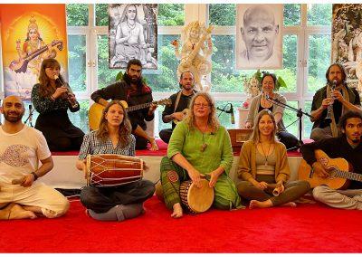 Yoga Vidya Kirtan Family